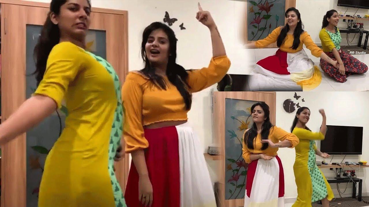 Srimukhi and Vishnu Priya dance